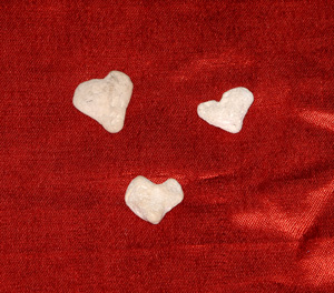Three_hearts_red