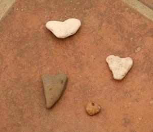 Four_heart_rocks